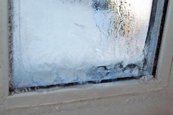 Что делать с замерзшими пластиковыми окнами